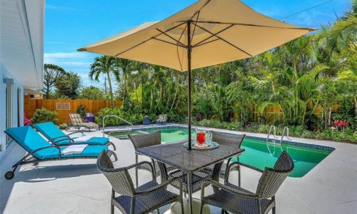 Naples FL – Vacation Homes! Walk to beach – Pool